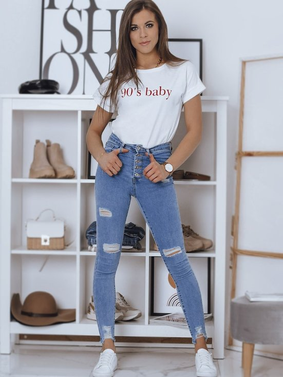 stylizacja damska - jeansy z przetarciami i t-shirt
